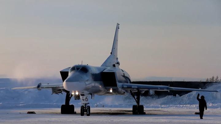 Молодые пилоты впервые отбомбились в Мурманской области