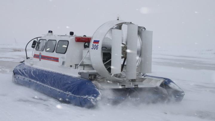 Оторвавшаяся льдина унесла в море больше десяти сахалинских рыбаков