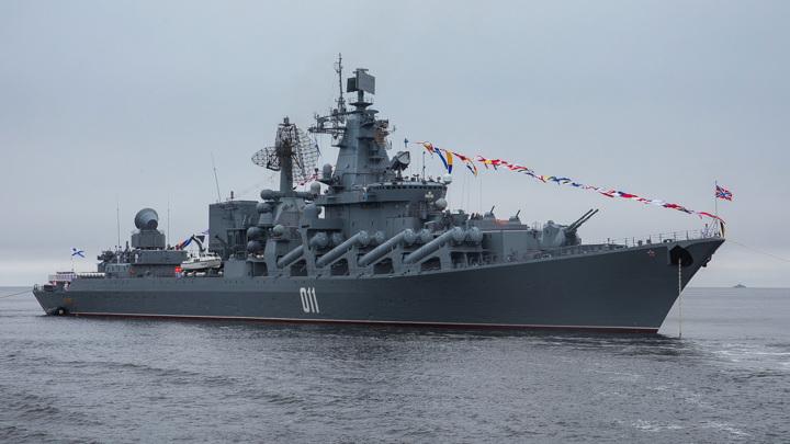 """Крейсер """"Варяг"""" разбомбил подлодку условного противника в Японском море"""