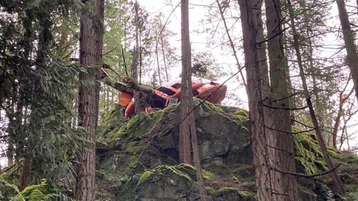Очевидец снял на видео крушение вертолета в Канаде