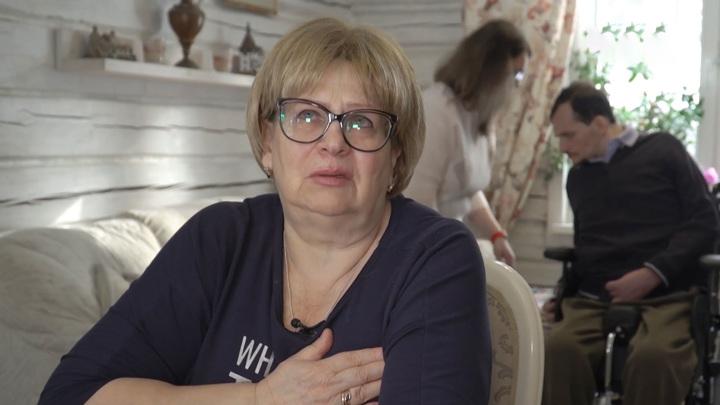 """Кадр из программы """"Привет, Андрей!"""". Мать актера Алексея Янина рассказала о состоянии сына после инсульта"""