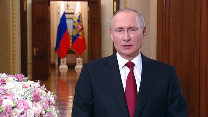 Владимир Путин поздравил жительниц страны с Международным женским днем