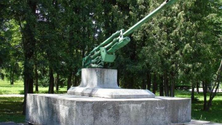 Латвийская полиция нашла похитителя пушки с советского мемориала