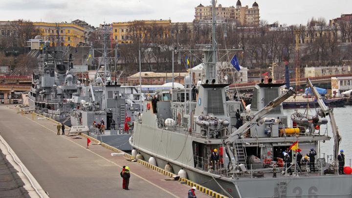 Минные тральщики НАТО вошли в порт Одессы