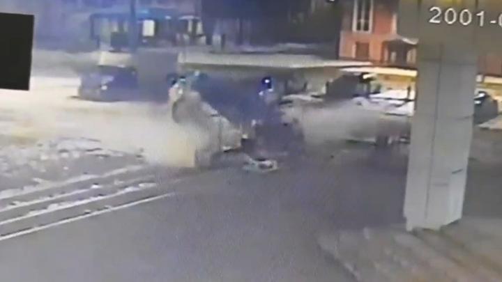 Погоня за пьяным водителем завершилась смертью трех человек. Видео