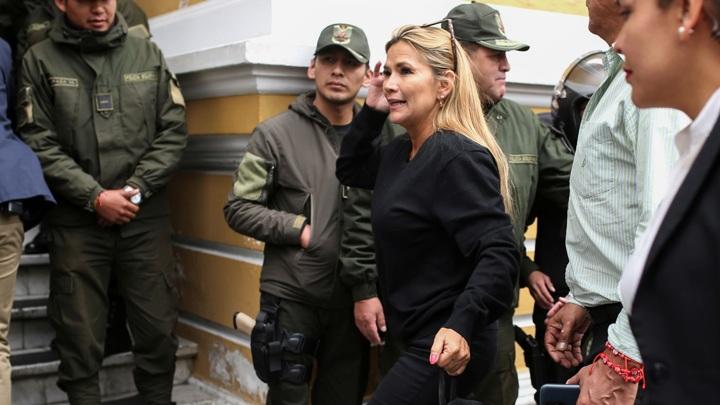 Экс-президент Боливии арестована за измену и терроризм