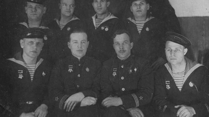 1942 год. Верхний ряд (слева направо): Ф.А.Волынкин, П.Н.Беляков, И.П.Земин, М.П.Таратанов... Нижний ряд: Н.Ф.Миронов, К.Е.Настюхин, М.В.Вальцев, П.П.Мишин
