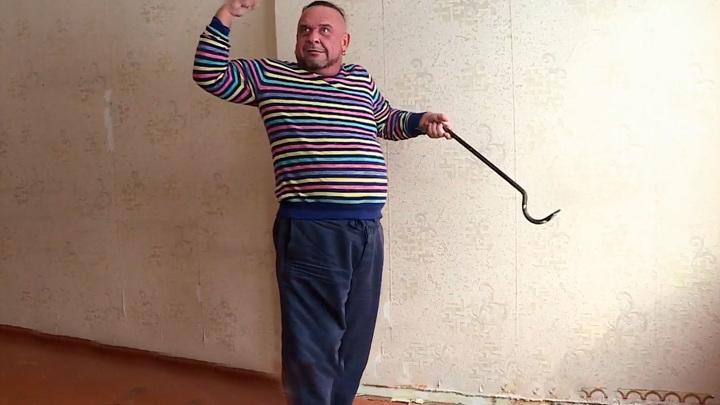 """Кадр из программы """"Прямой эфир"""". """"Мастер!"""": Александр Морозов отремонтировал квартиру дочери на Урале"""