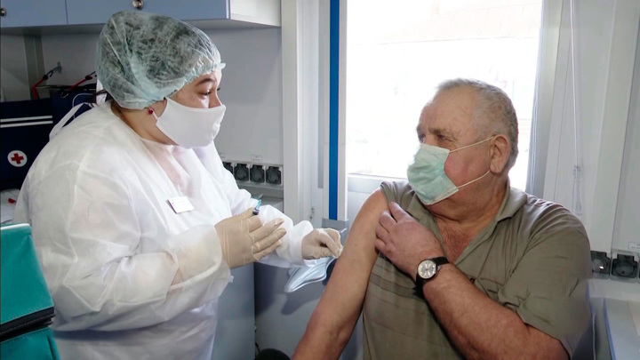 Вакцинацию сравнили с чисткой зубов