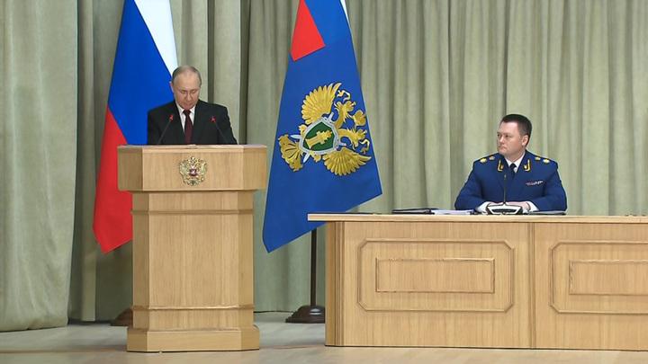 Путин призвал прокуратуру последовательно заниматься защитой прав дольщиков