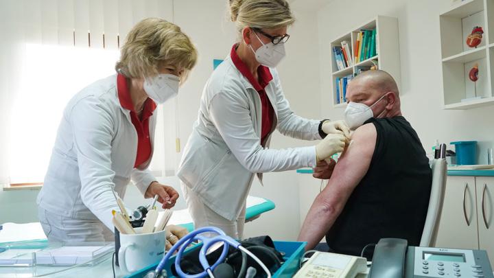 В Канаде второй пациент заболел тромбозом после вакцины AstraZeneca