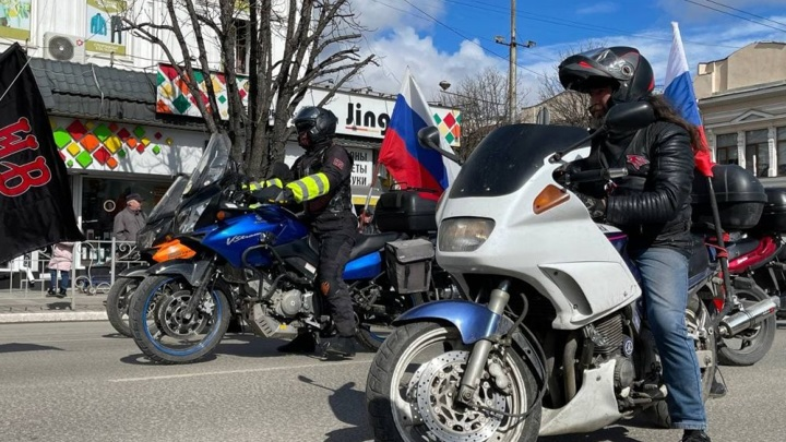 Масштабный автомотопробег стартовал из центра Симферополя