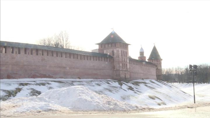 Началась реставрация стен кремля в Великом Новгороде