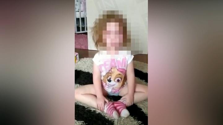 Задержанная за издевательства мать мстила маленькой дочери за уход отца