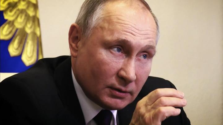Путин готовился к проявлению побочных симптомов после прививки