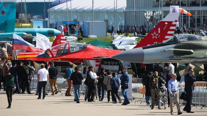 Почти 300 компаний примут участие в авиасалоне МАКС