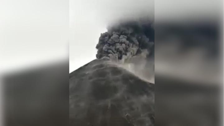 Международный аэропорт Гватемалы закрыли из-за извержения вулкана