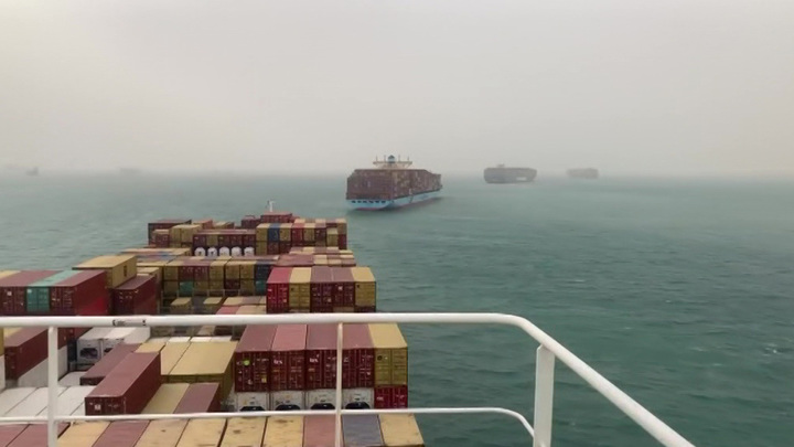 Авария сухогруза в Суэцком канале привела к росту цен на нефть
