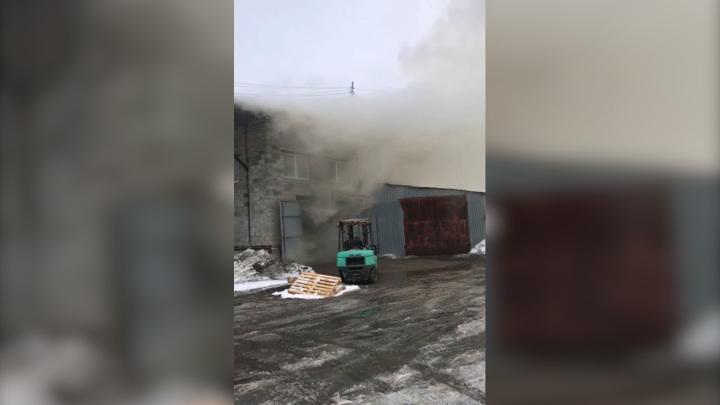 В Самаре загорелся склад с автохимией