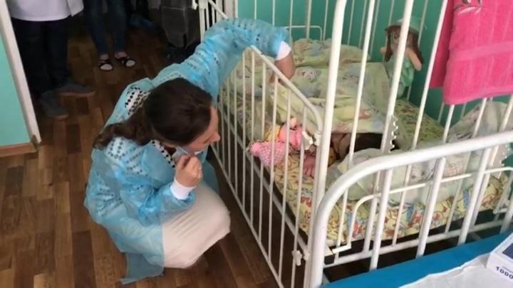 Она смеялась и щипалась: откровения матери, бросившей дочь в жутком доме