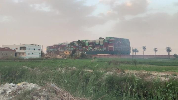 ЧП с сухогрузом в Суэцком канале: пробка между двумя морями устранена