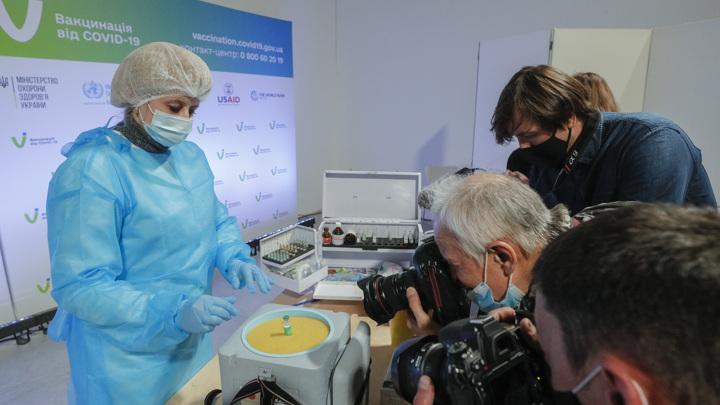 Проблемы с вакциной AstraZeneca: новости из Киева и Осло