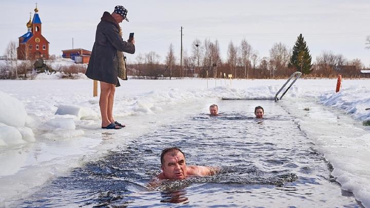 Сутки в ледяной воде: уральские моржи провели необычное соревнование