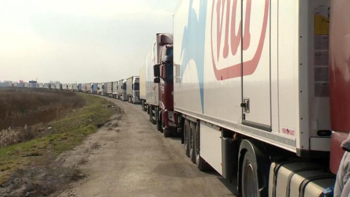 На границе Литвы с Россией и Белоруссией застряли сотни фур