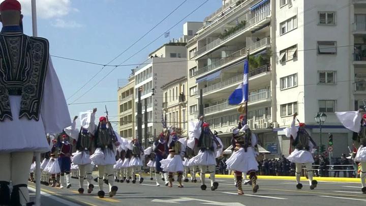 В Греции сегодня после почти полугодового перерыва открылись торговые центры