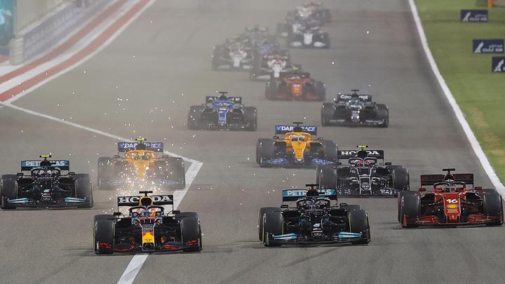"""""""Формула-1"""". Чемпион мира Хэмилтон выиграл Гран-при Бахрейна"""