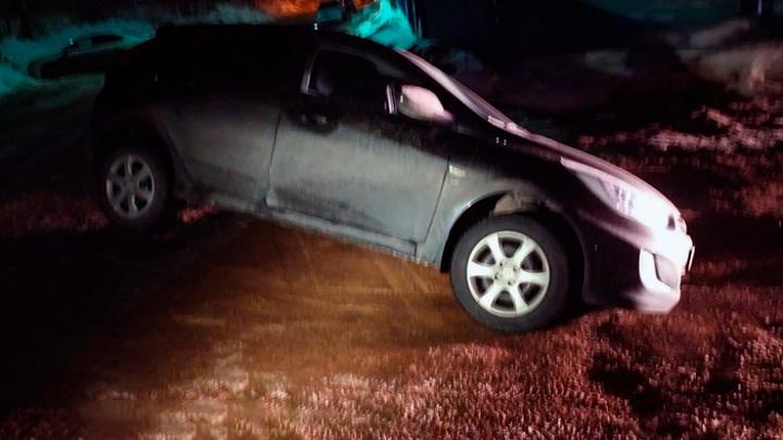 В Уфе произошел обвал грунта: в яму провалился автомобиль