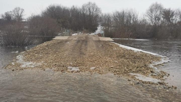 В Липецкой области затопило участок дороги через Дон