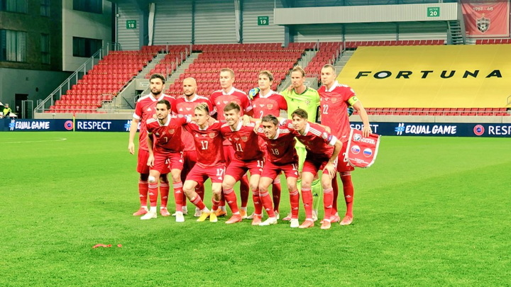 Сборная России проигрывает Словакии после первого тайма