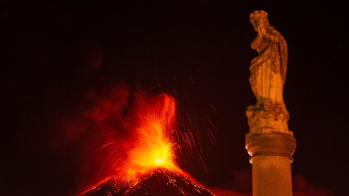 Аэропорт на Сицилии не принимает и не отправляет рейсы из-за извержения Этны