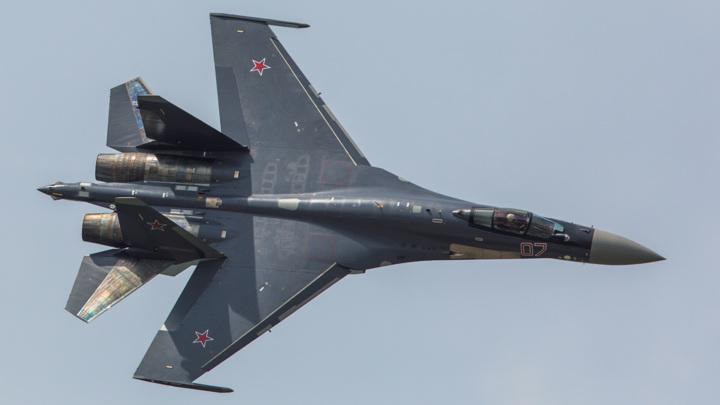 В Минобороны озвучили причину крушения Су-35, упавшего в море