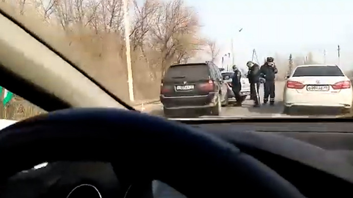 Под Липецком внедорожник протаранил автомобиль ДПС