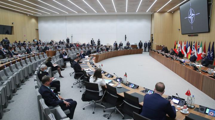 """НАТО обвиняет Москву в """"зловредной деятельности"""""""