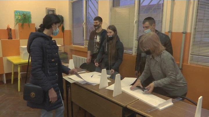 Партия власти лидирует на парламентских выборах в Болгарии
