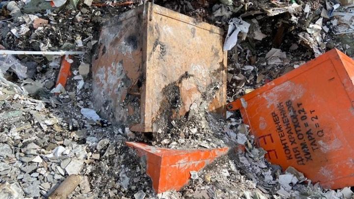 Контейнеры с химотходами обнаружили на окраине Красноярска
