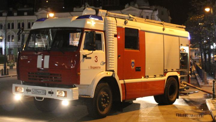 Во Владивостоке около 300 человек эвакуировали из-за пожара