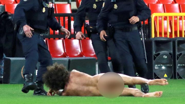"Голый мужчина прервал матч ""Гранада"" – ""Манчестер Юнайтед"""