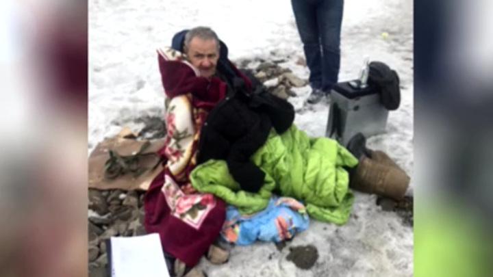 Новосибирец провалился под лед при спасении тонущего рыбака на Затоне