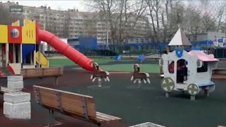 Выгнавшая с детской площадки детей с инвалидностью россиянка извинилась