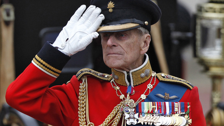 Футбольные клубы Англии скорбят о принце Филиппе