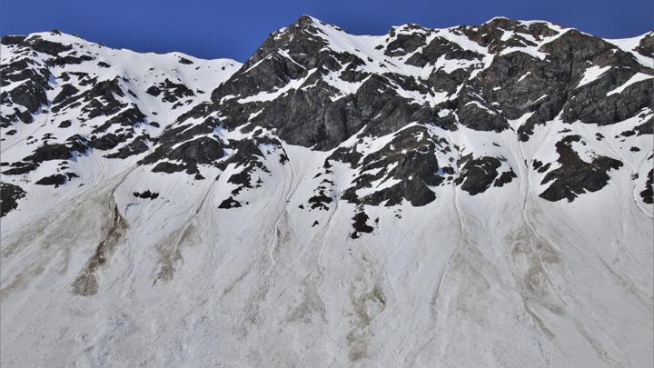 Спуск лавин в Хибинах. В районе ограничивают движение поездов и машин