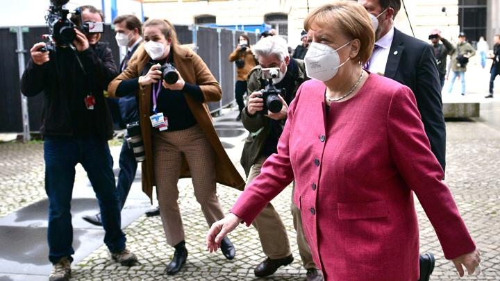 Меркель отменила прививку от коронавируса