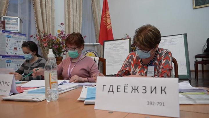 Покончить с хаосом и переворотами: в Киргизии состоялся референдум по Конституции