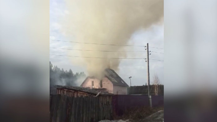 На Урале при тушении пожара погиб спасатель