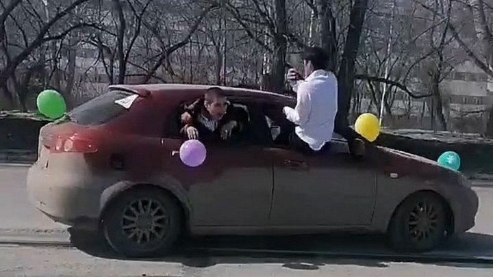 Правонарушителей из свадебного кортежа нашли и наказали в Новосибирске