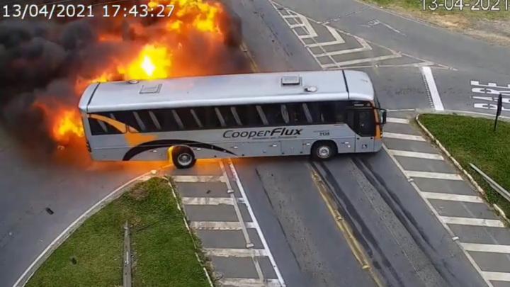 Смертельное ДТП с пожаром в Бразилии попало на видео